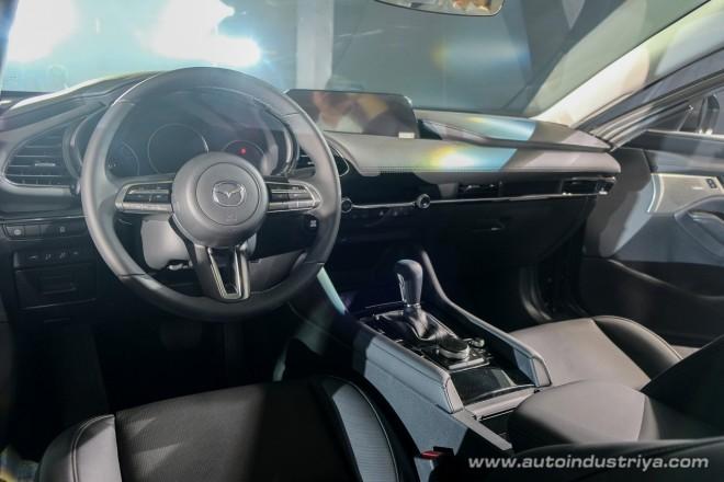 Nội thất đơn giản, gọn gàng, tinh tế nhưng vẫn giữ được sự cá tính bên trong Mazda3 2019.