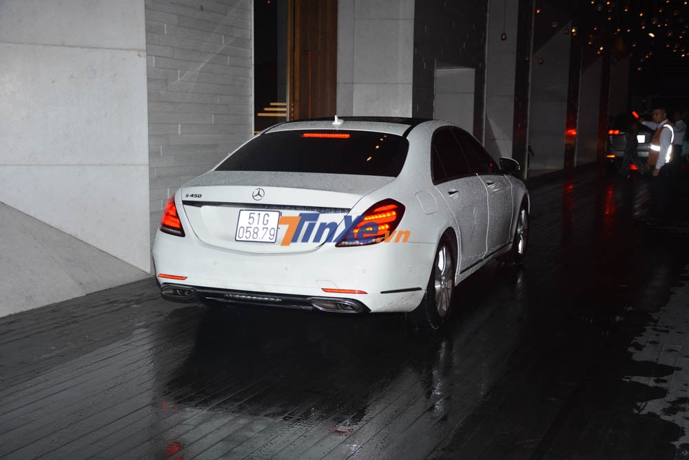 Chiếc xe sang Mercedes-Benz S450 đảm nhận công tác đưa đón Trấn Thành