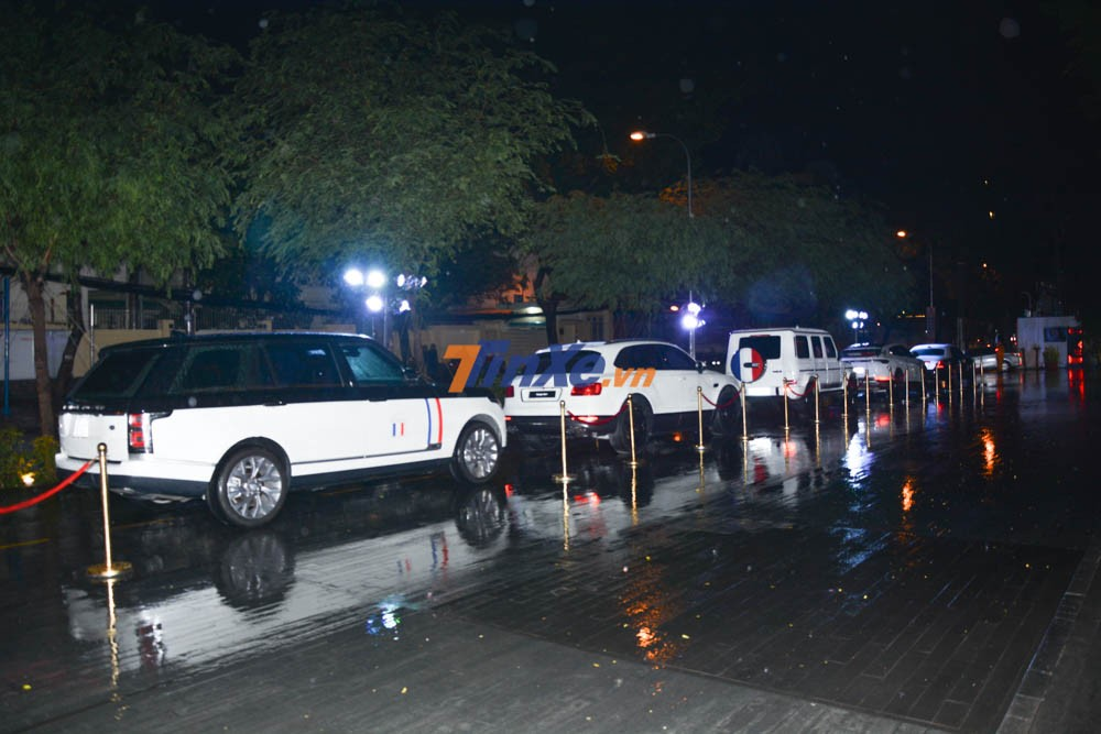 dàn xe được trưng bày trước nơi tổ chức đám cưới con gái của Minh Nhựa