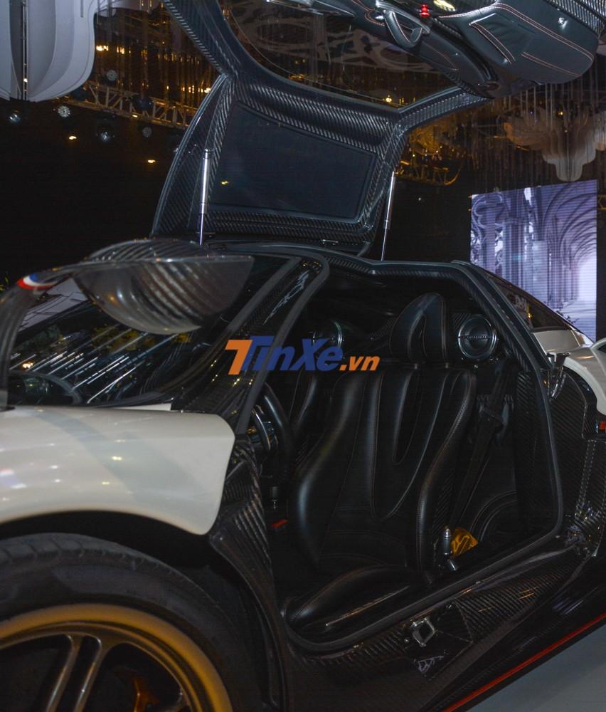 Ghế lái siêu xe Pagani Huayra của Minh Nhựa