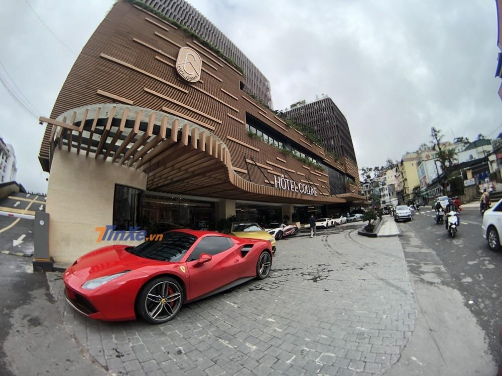 Cường Đô-la cầm lái siêu xe Ferrari 488 Spider chở vợ lên Đà Lạt chơi