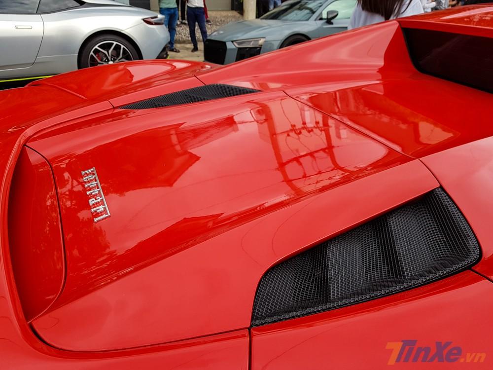 Siêu xe Ferrari 488 Spider vẫn sở hữu động cơ V8, tăng áp kép, dung tích 3.9 lít