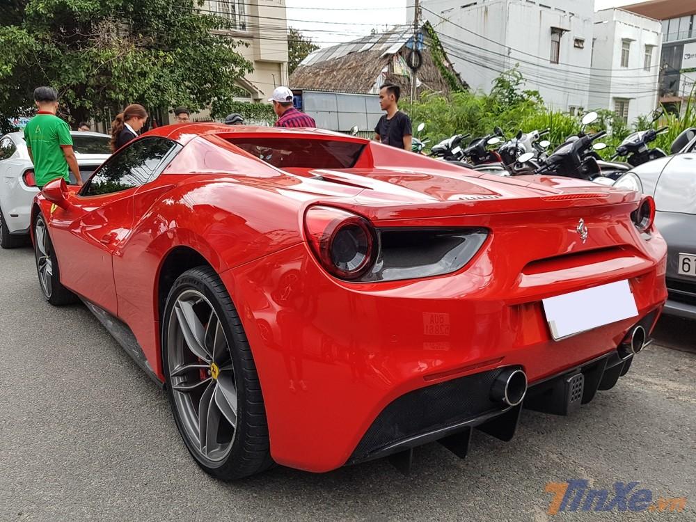 Siêu xe Ferrari 488 Spider của Cường Đô-la tại Bình Dương.