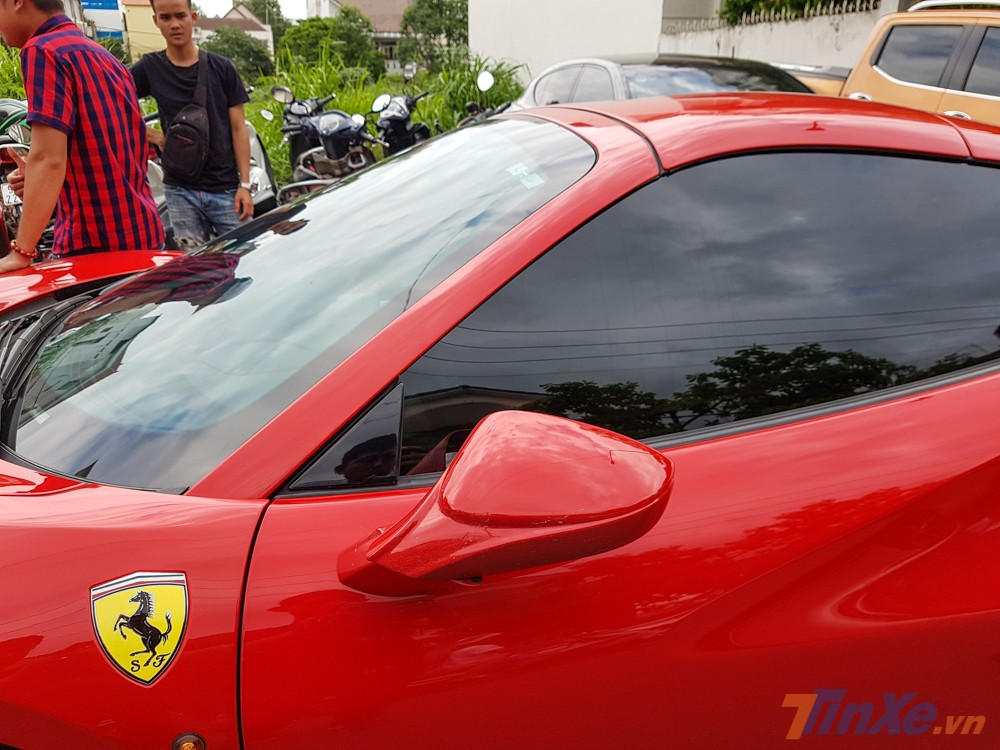 Trước đó, cả ba chiếc siêu xe Ferrari 488 Spider này đều được các công ty nhập khẩu tư nhân Hà Nội mang về nước