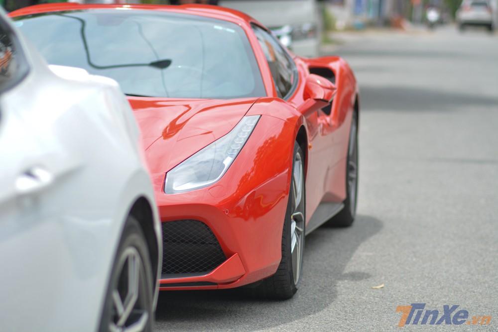 siêu xe mui trần Ferrari 488 Spider chỉ mất khoảng thời gian 3 giây để tăng tốc từ 0-100 km/h