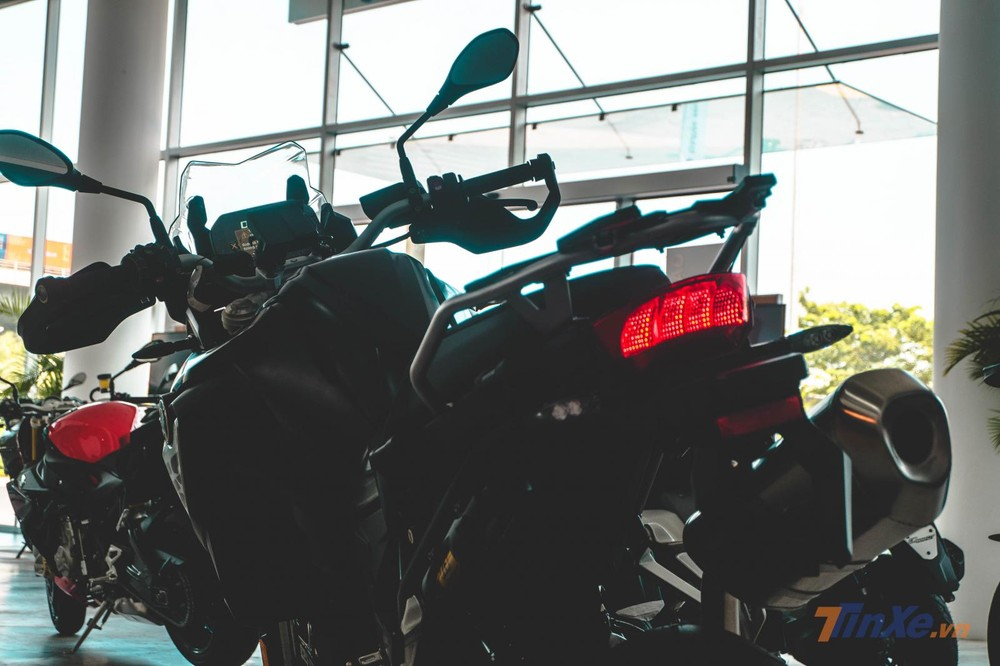 Toàn bộ đèn trên xe được hoàn thiện dưới dạng đèn LED hiệu quả và tiết kiệm