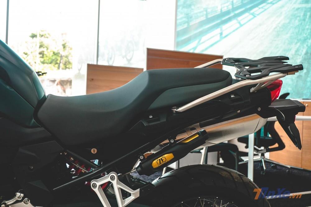 Xe sở hữu yên liền phân tầng nhẹ nhàng, hiệu quả cùng bộ Baga nguyên bản làm gá bắt thùng sau