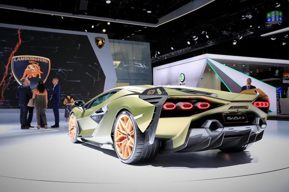 Lamborghini Sián có cánh gió đuôi tích hợp