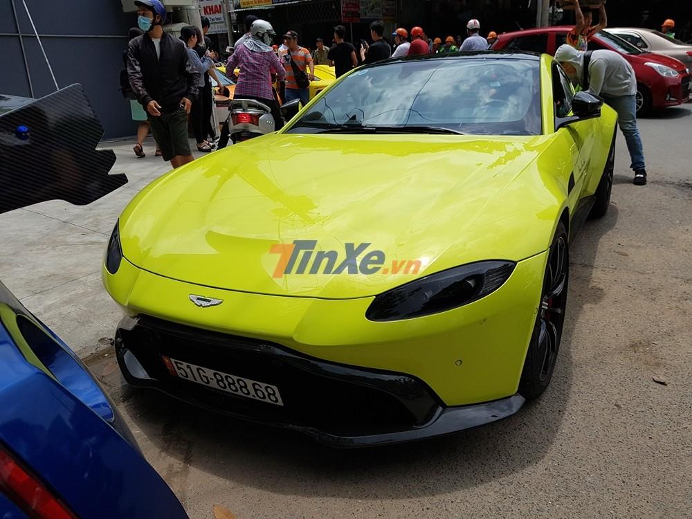 Đây chính là siêu xe Aston Martin V8 Vantage 2018 đầu tiên về Việt Nam