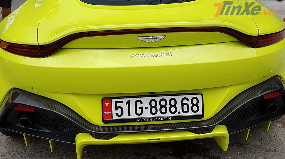 Chiếc siêu xe Aston Martin V8 Vantage 2018 của doanh nhân quận 12 sơn màu vàng Lime Essence
