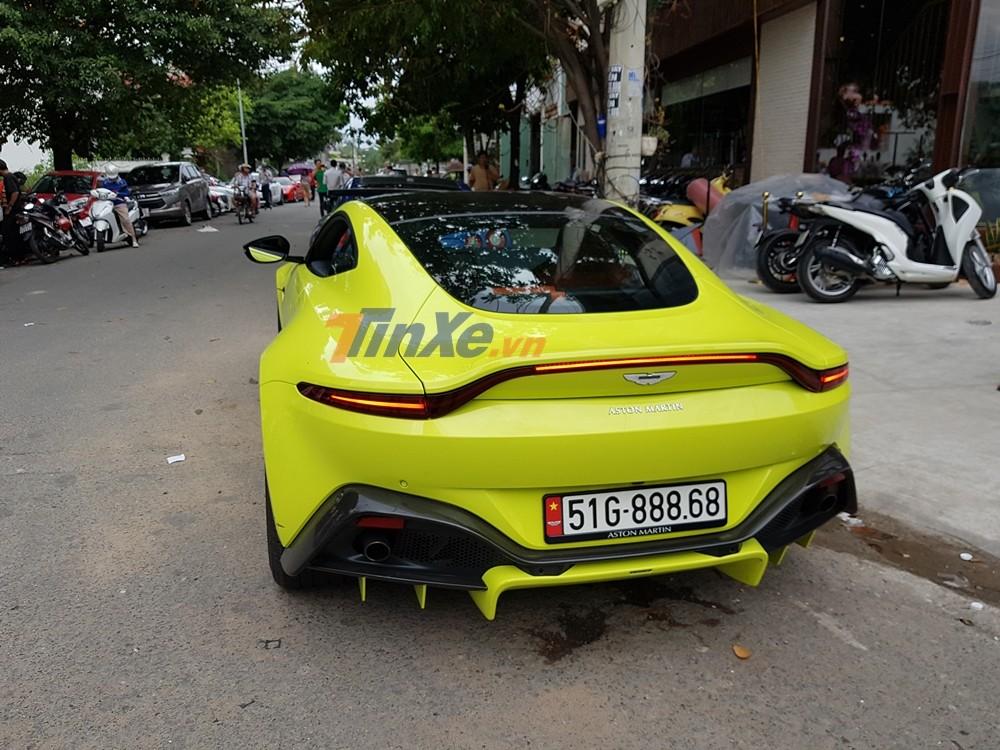 Giá xe Aston Martin V8 Vantage 2018 chính hãng tại Việt Nam được chào bán 14,988 tỷ đồng
