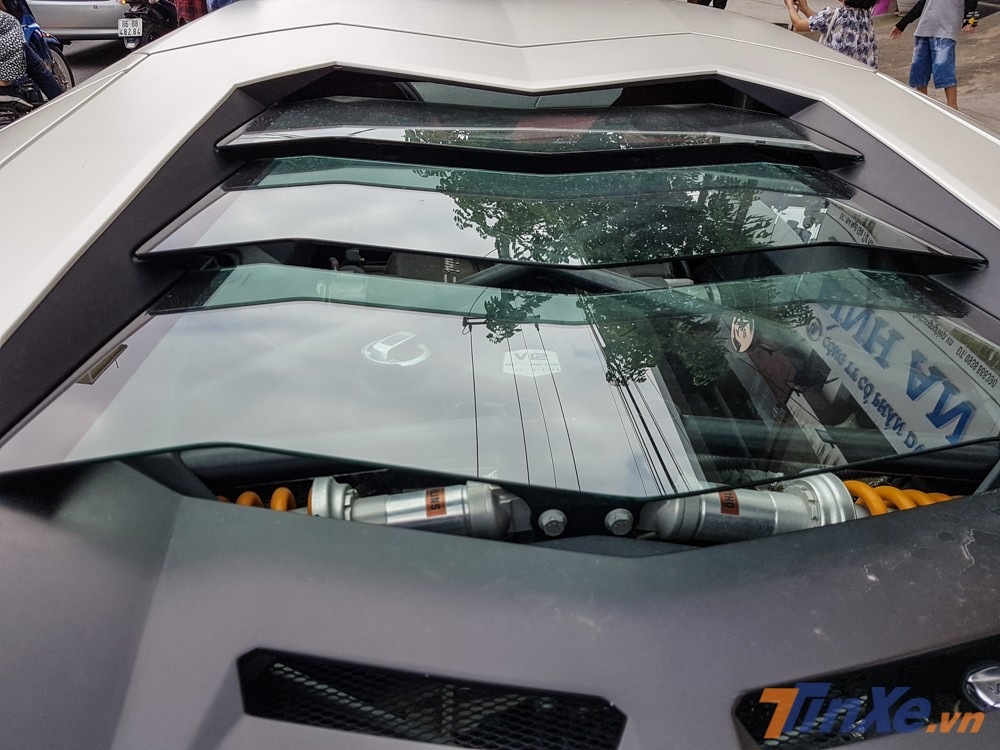 Chiếc siêu xe này chỉ độ body kit Lamborghini Aventador LP720-4 50º Anniversario mà không có nâng cấp nào ở động cơ