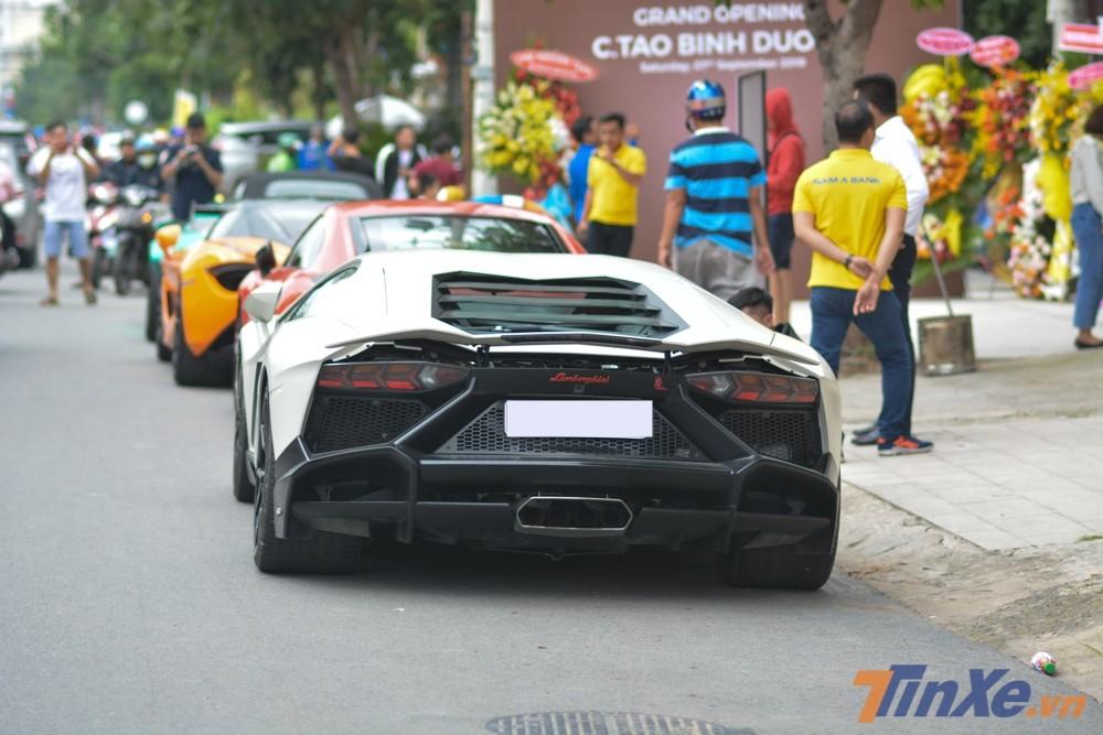 Siêu xe Lamborghini Aventador LP700-4 độ body kit bản giới hạn LP720-4 50º Anniversario cũng là chiếc Aventador Coupe đầu tiên có mặt tại Hà Nội