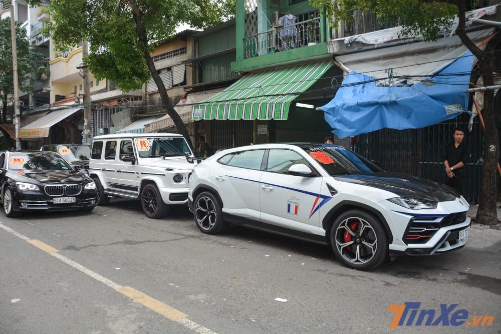 Có mặt từ rất sớm trước nhà riêng của gia đình Minh Nhựa chính là cặp đôi Lamborghini Urus và Mercedes-AMG G63 Edition 1 đang rất được giới nhà giàu Việt ưa chuộng.