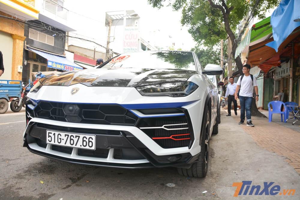 Minh Nhựa bắt đầu cuộc đua mua xe SUV với chiếc siêu SUV Lamborghini Urus đầu tiên về Việt Nam