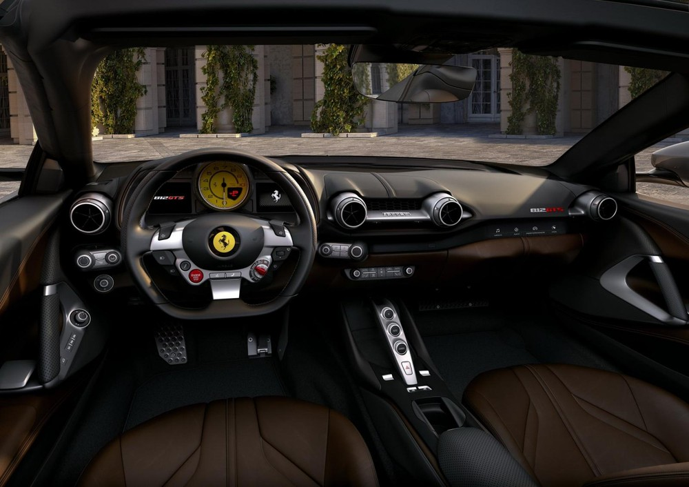 Nội thất xe Ferrari 812 GTS mui trần