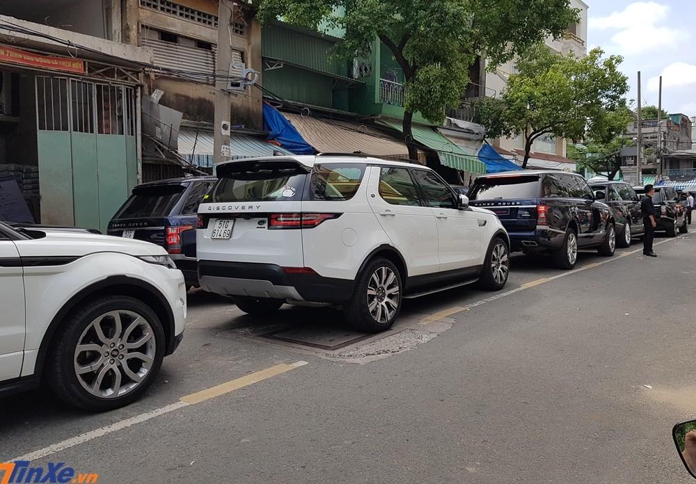Đoàn xe Range Rover tham dự vào buổi đưa dâu con gái Minh Nhựa có tổng giá trị hơn 110 tỷ đồng