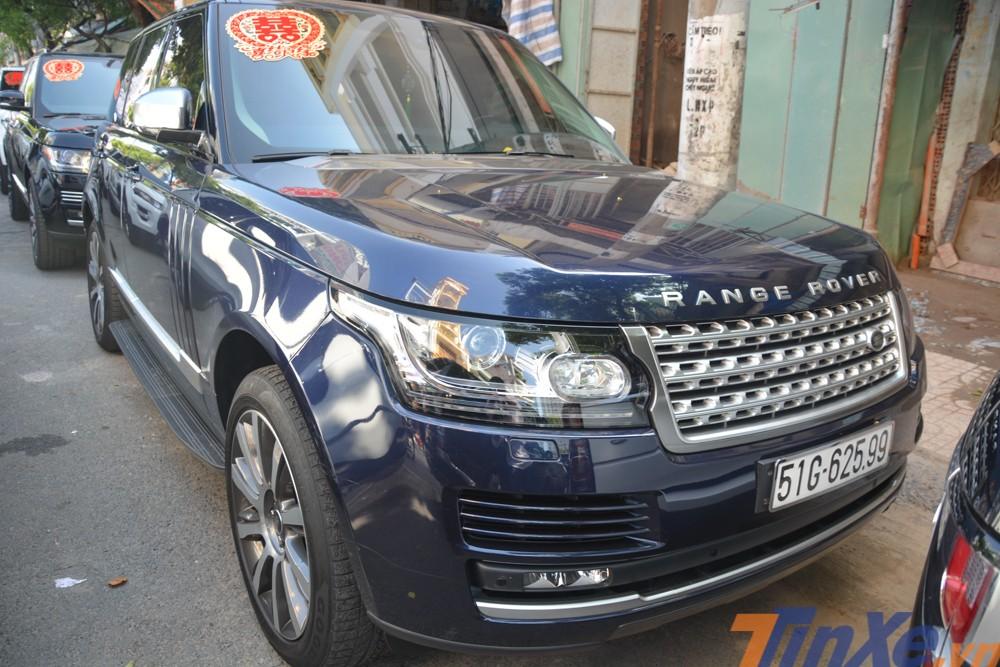 Một chiếc xế lạ Range Rover Vogue xuất hiện trong đoàn xe đưa dâu của con gái Minh Nhựa.