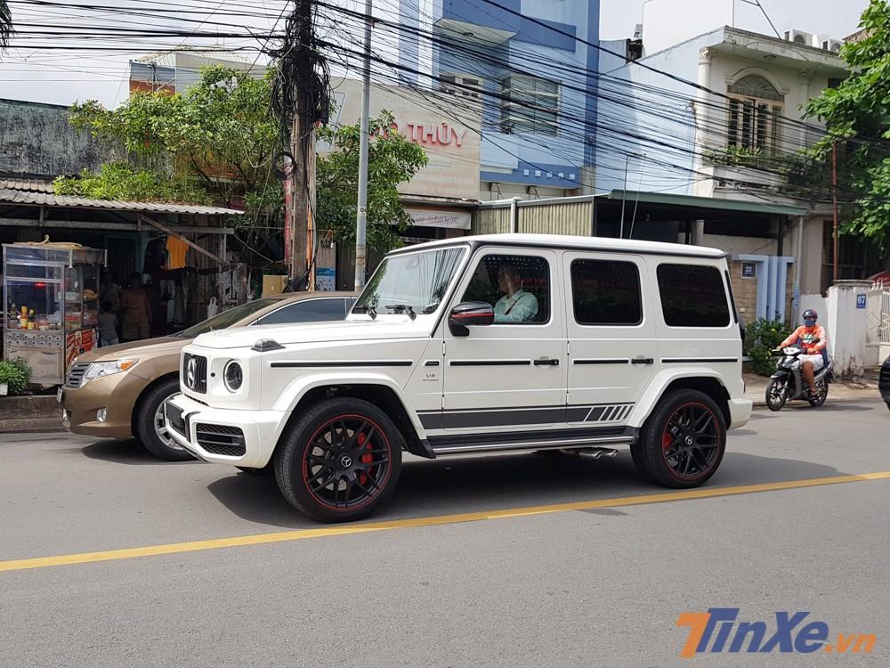 Đây là một trong số ba chiếc Mercedes-AMG G63 Edition 1 màu trắng hiếm hoi có mặt tại Việt Nam