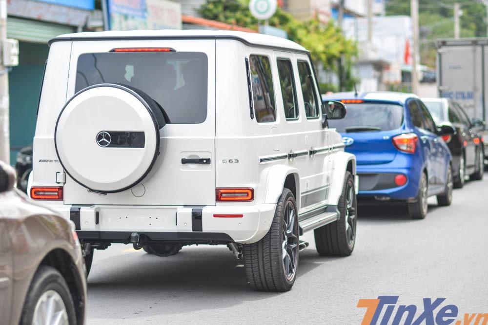 Trong đó, một doanh nhân ở Bình Dương mới sở hữu một chiếc Mercedes-AMG G63 Edition 1 màu trắng với giá bán không dưới 12,6 tỷ đồng