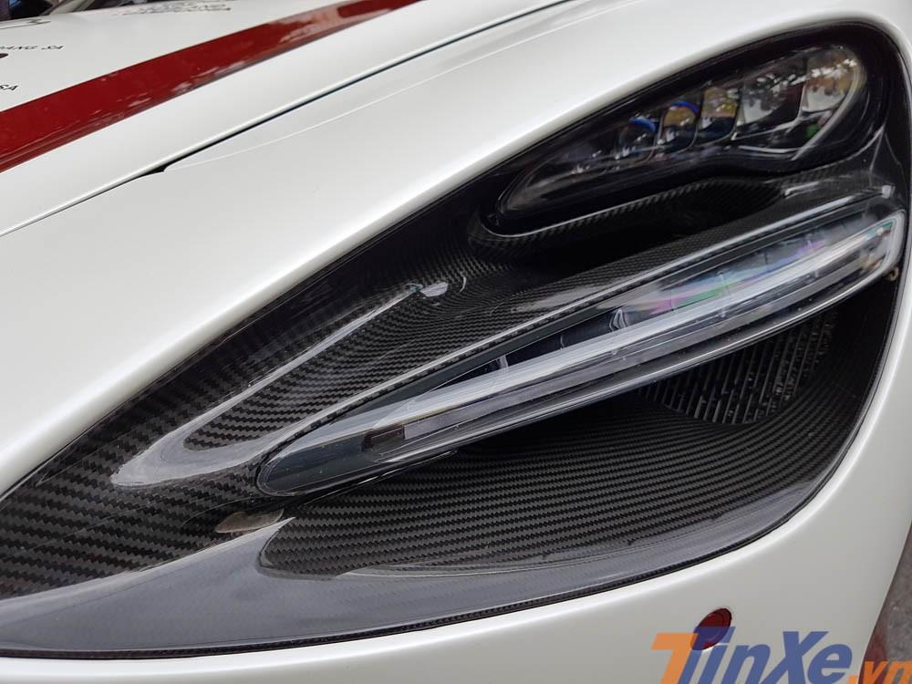 Siêu xe của trường đoàn Car Passion là chiếc McLaren 720S thứ 2 tại Việt Nam và thuộc bản Luxury với nhiều tuỳ chọn carbon ở ngoại và nội thất