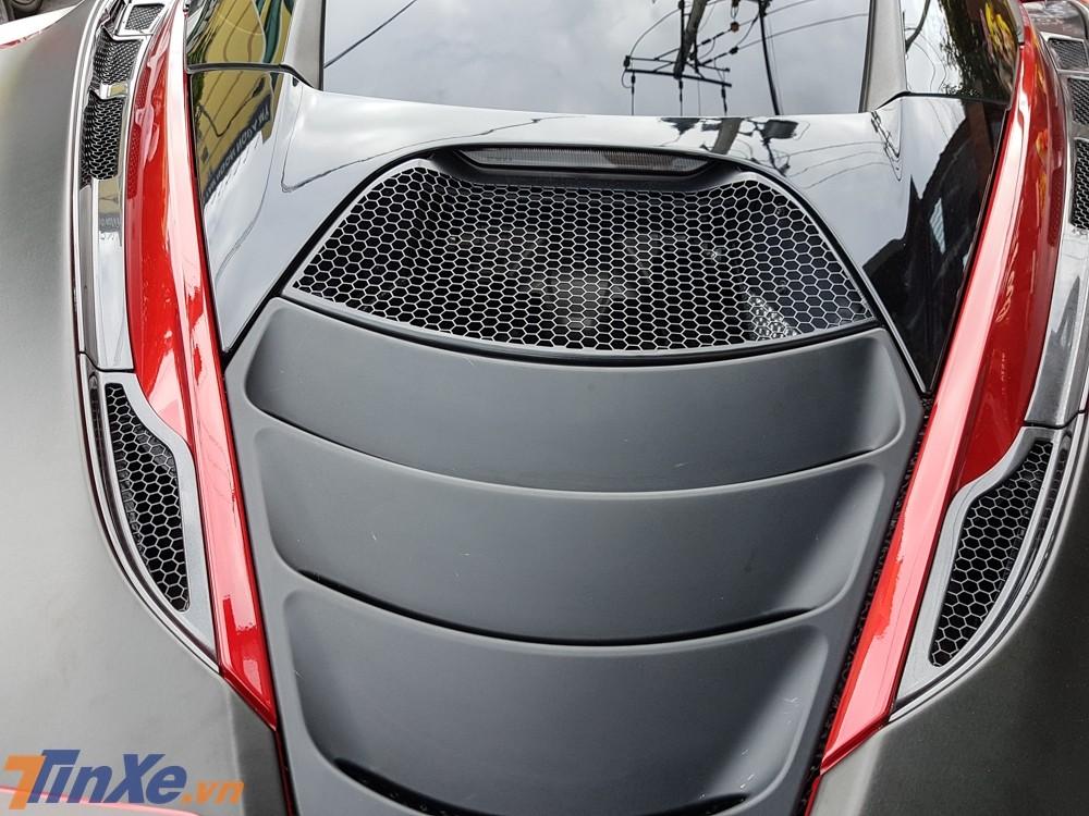 Siêu xe Mclaren 720S chỉ sử dụng khối động cơ V8, tăng áp kép, dung tích 4.0 lít