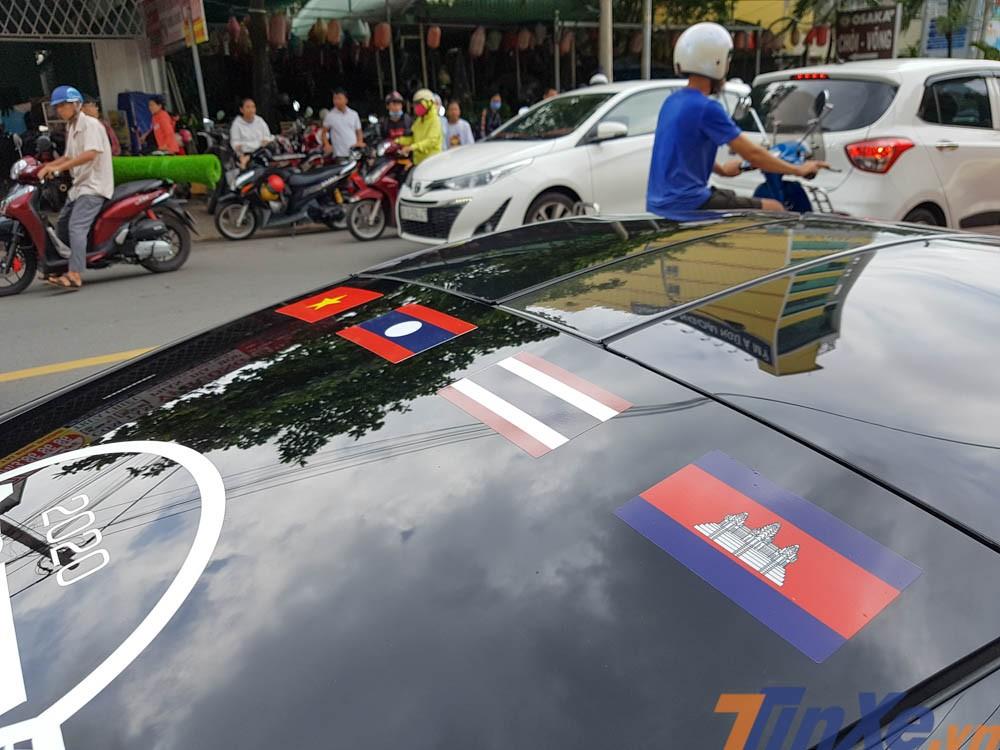 Kính chắn gió phía sau của siêu xe McLaren 720S được dán Quốc kỳ 4 nước Đông Nam Á bao gồm Việt Nam-Lào-Thái Lan và Campuchia