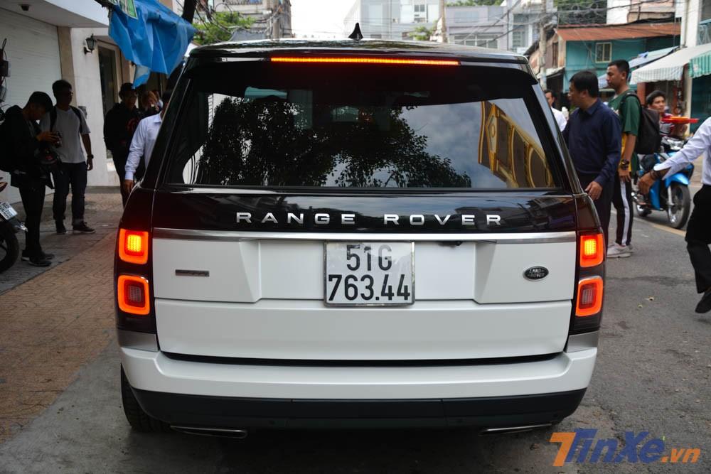 SUV hạng sang Range Rover Autobiography LWB đời 2018 của Minh Nhựa nhìn từ đuôi xe