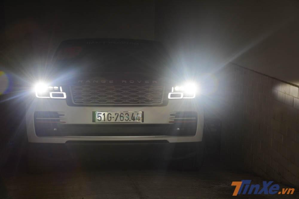Khoảng 7 giờ 56 phút sáng ngày 8 tháng 9 năm 2019, chiếc SUV hạng sang Range Rover Autobiography LWB đời 2018 đã được tài xế riêng của Minh Nhựa lái xe từ hầm garage ra đường