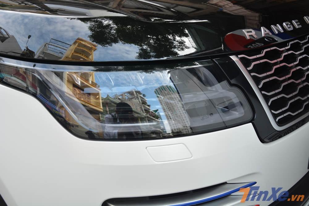 Chiếc SUV hạng sang của Minh Nhựa thuộc diện phân phối chính hãng nên sử dụng động cơ V6, dung tích 3.0 lít, Supercharged