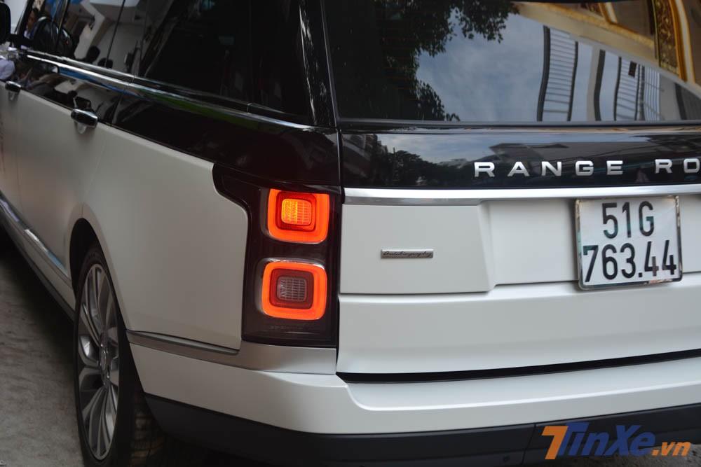 Ngoài ra, đèn hậu của Range Rover Autobiography LWB đời 2018 cũng được thiết kế lại hoàn toàn so với đời trước