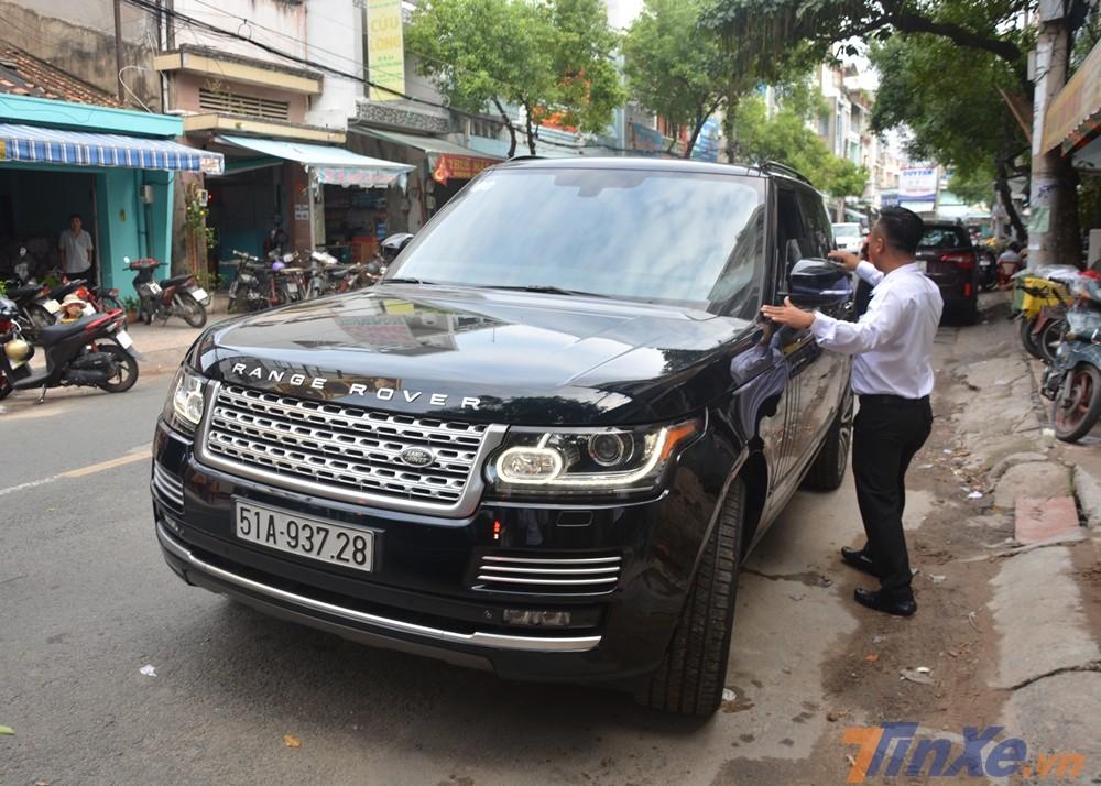 Range Rover Autobiography tăng tốc từ vị trí xuất phát lên 100 km/h trong thời gian 5,5 giây