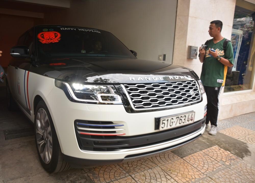 Thêm một chiếc SUV hạng sang Range Rover Autobiography khác nhưng thuộc phiên bản nâng cấp mới nhất. Chiếc xe này nằm trong bộ sưu tập SUV của Minh Nhựa