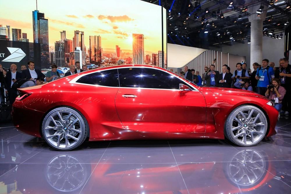 Phía sườn xe của BMW Concept 4