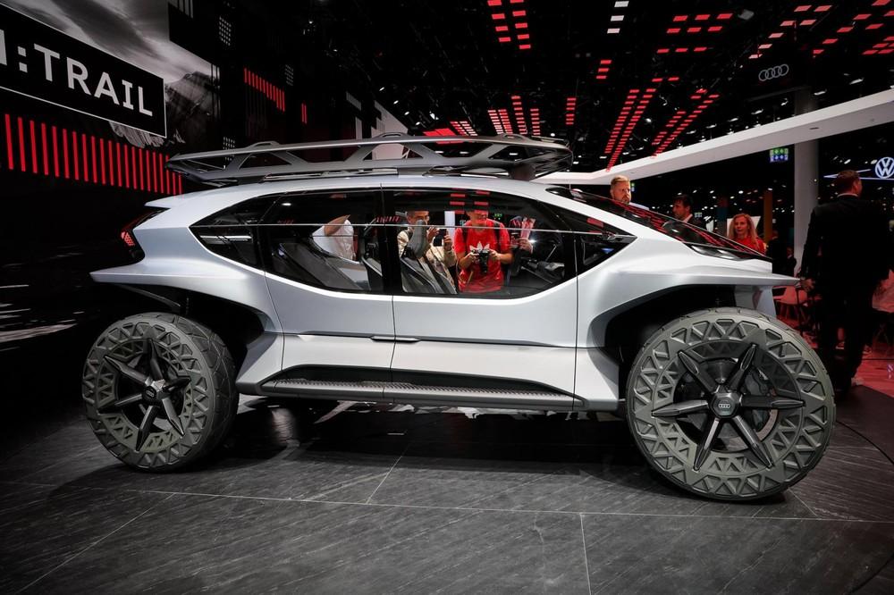 Xe có chiều dài tương tự Audi Q3, nhưng trang bị và phong cách thì khác hoàn toàn