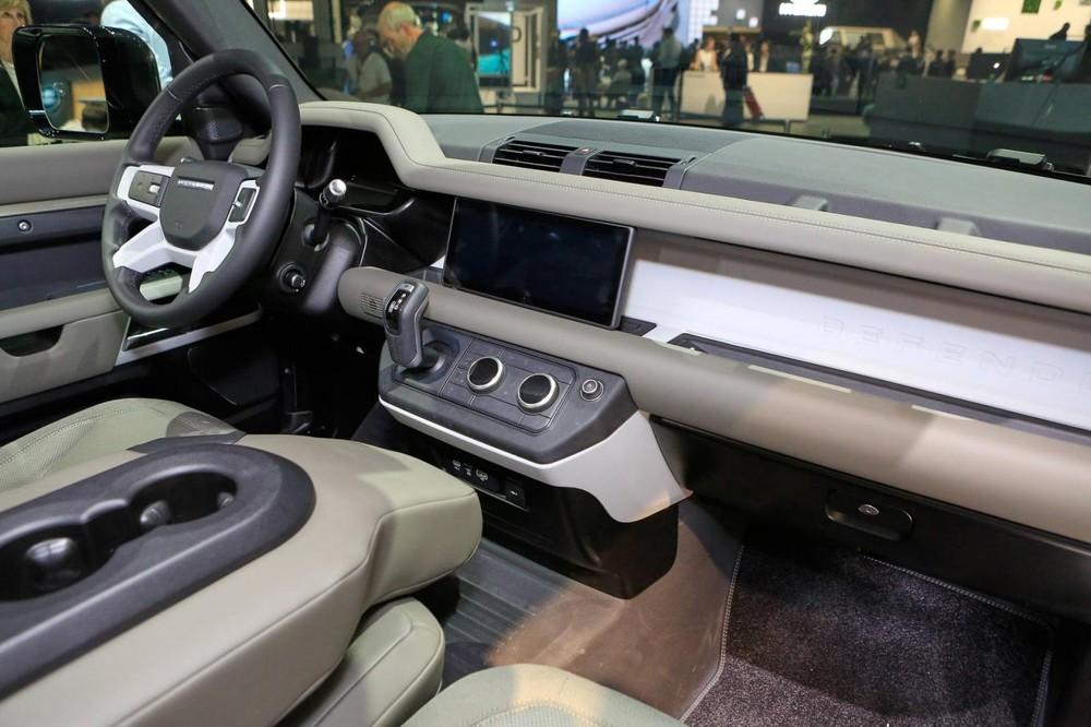 Nội thất bên trong Land Rover Defender 2020