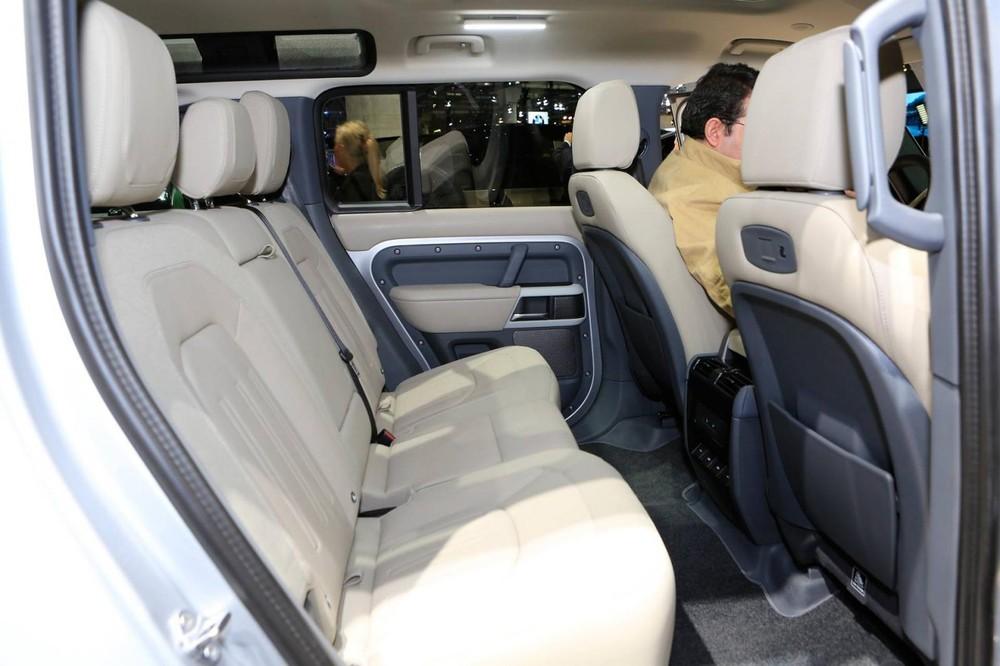Land Rover Defender 2020 có thể đi kèm nội thất 5 chỗ, 6 chỗ hoặc 7 chỗ (5+2)