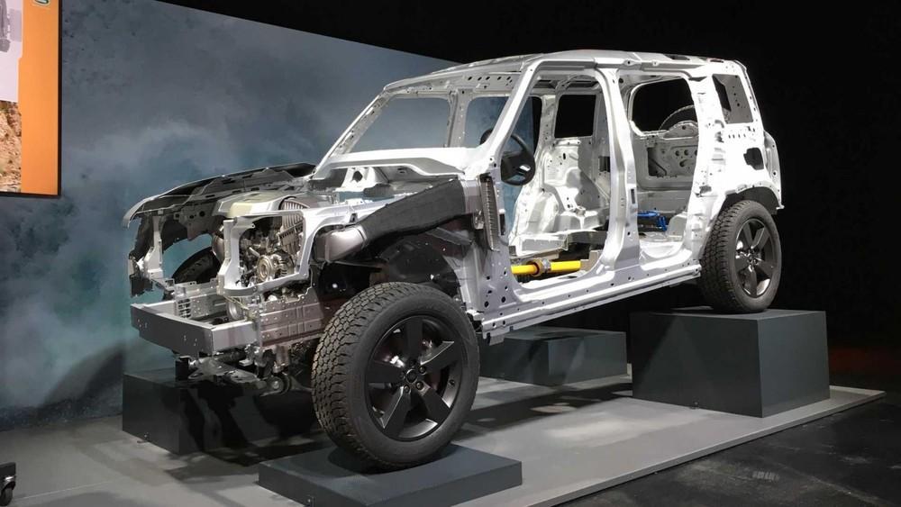 Khung liền khối hoàn toàn bằng nhôm của Land Rover Defender 2020