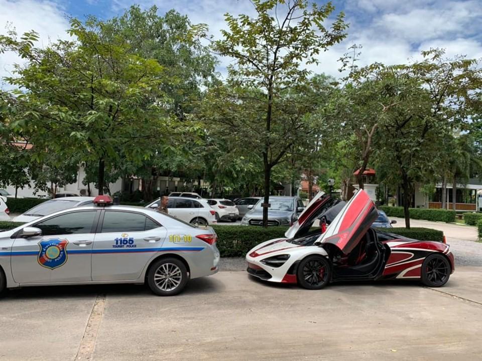 Trên đất của Thái Lan siêu xe McLaren 720S được xe cảnh sát dẫn đường