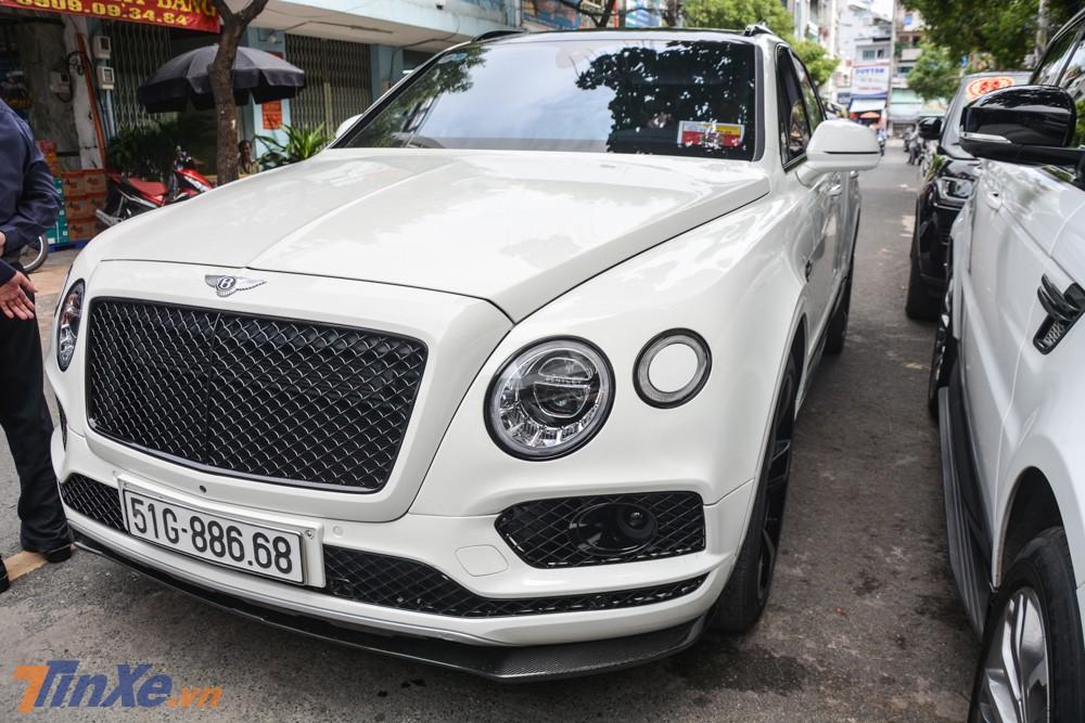 Không những thế, chiếc SUV siêu sang Bentley Bentayga này còn thuộc phiên bản giới hạn chỉ có đúng 608 chiếc được sản xuất trên toàn thế giới
