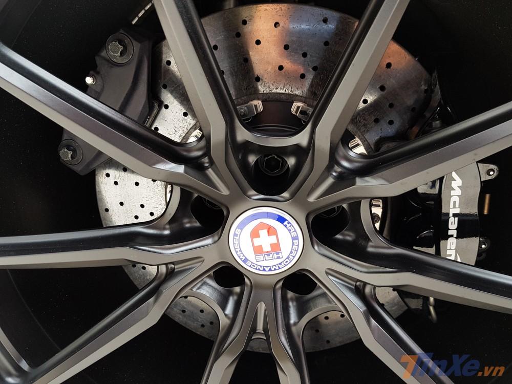 Thương hiệu la-zăng nổi tiếng HRE đã được Cường Đô-la lựa chọn cho lần làm đẹp bộ mâm trên siêu xe McLaren 720S màu cam