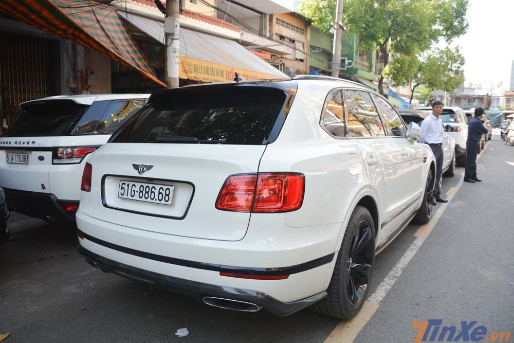nữ doanh nhân này mới xuất hiện tại đám cưới của con gái và di chuyển trên chiếc SUV siêu sang Bentley Bentayga First Edition chỉ đếm trên đầu ngón tay tại Việt Nam