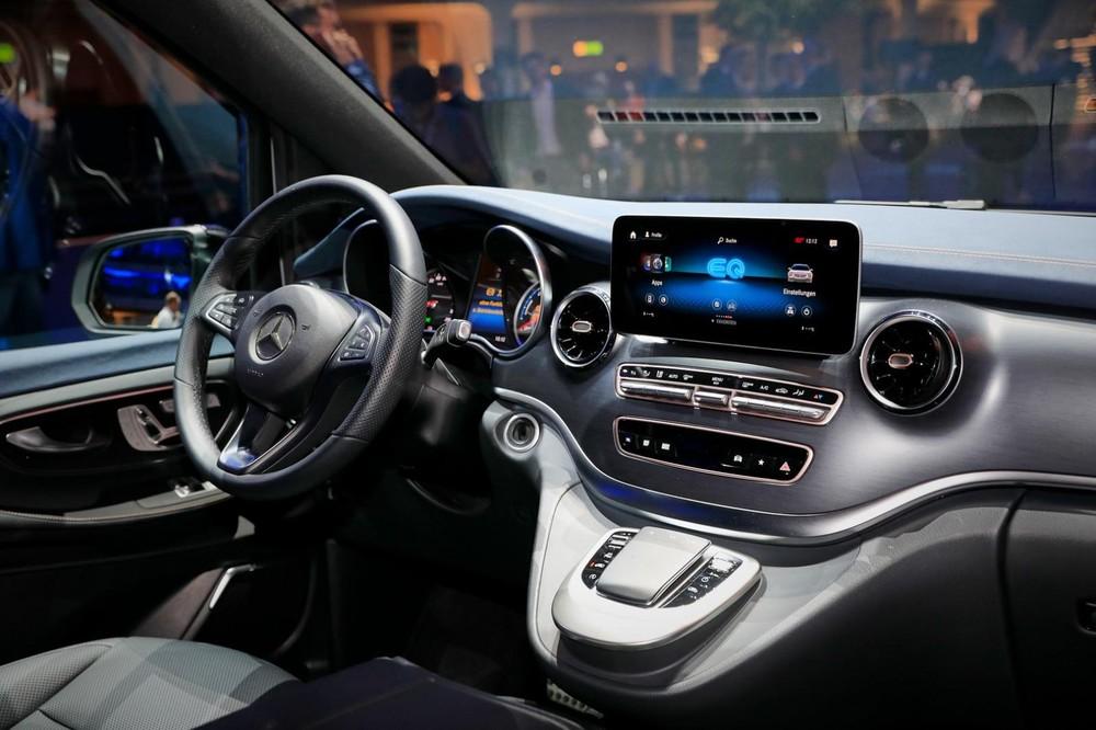 Hệ thống thông tin giải trí MBUX của Mercedes-Benz EQV