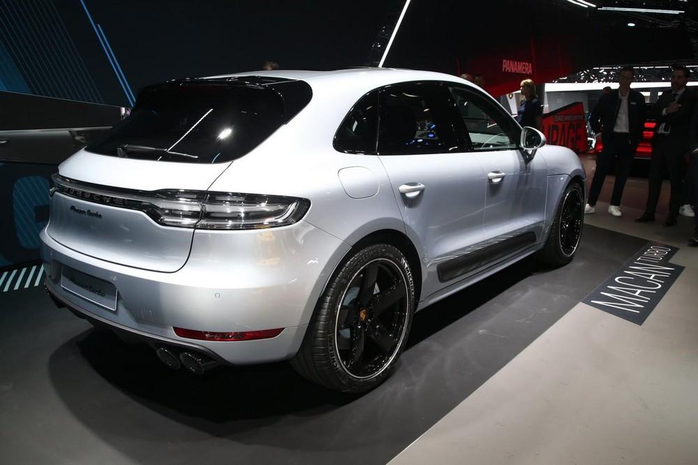 Mặt đèn hậu của Porsche Macan Turbo 2020
