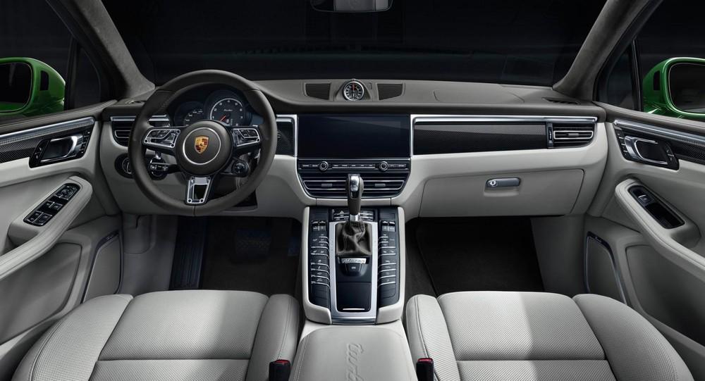 Khoang lái Porsche Macan Turbo 2020