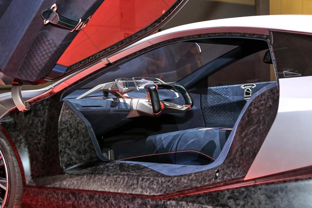 Khoang lái của BMW Vision M Next trông rất trống trải và có tính tương lai