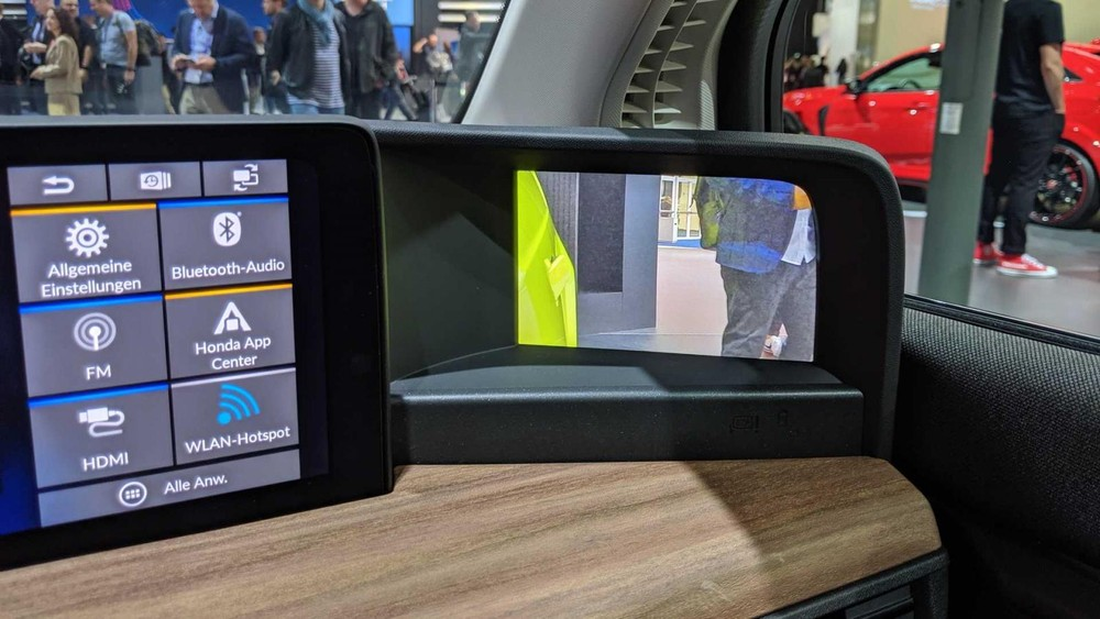 Màn hình ở góc của mặt táp-lô trên Honda e