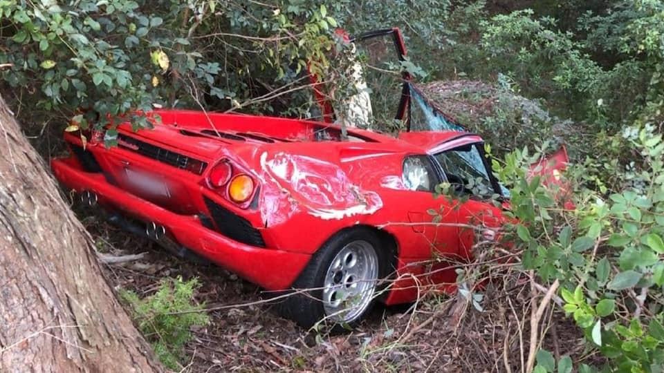 Chiếc siêu xe Lamborghini Diablo bị hỏng nặng sau vụ tai nạn