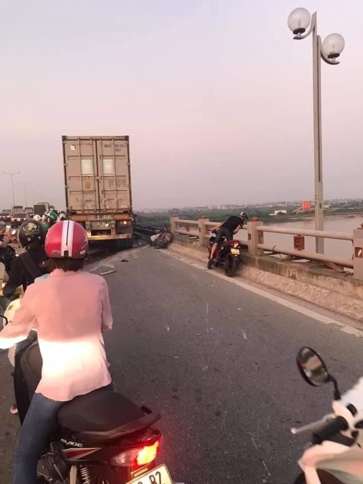 Hiện trường vụ tai nạn liên hoàn do tài xế xe container gây ra