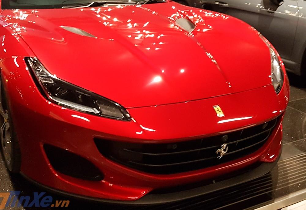 Trong khi đó, siêu xe mui trần Ferrari Portofino có giá bán khởi điểm 214.533 đô la, tương đương 4,89 tỷ đồng, đây là mức giá thấp nhất so với các dòng siêu xe khác của Ferrari